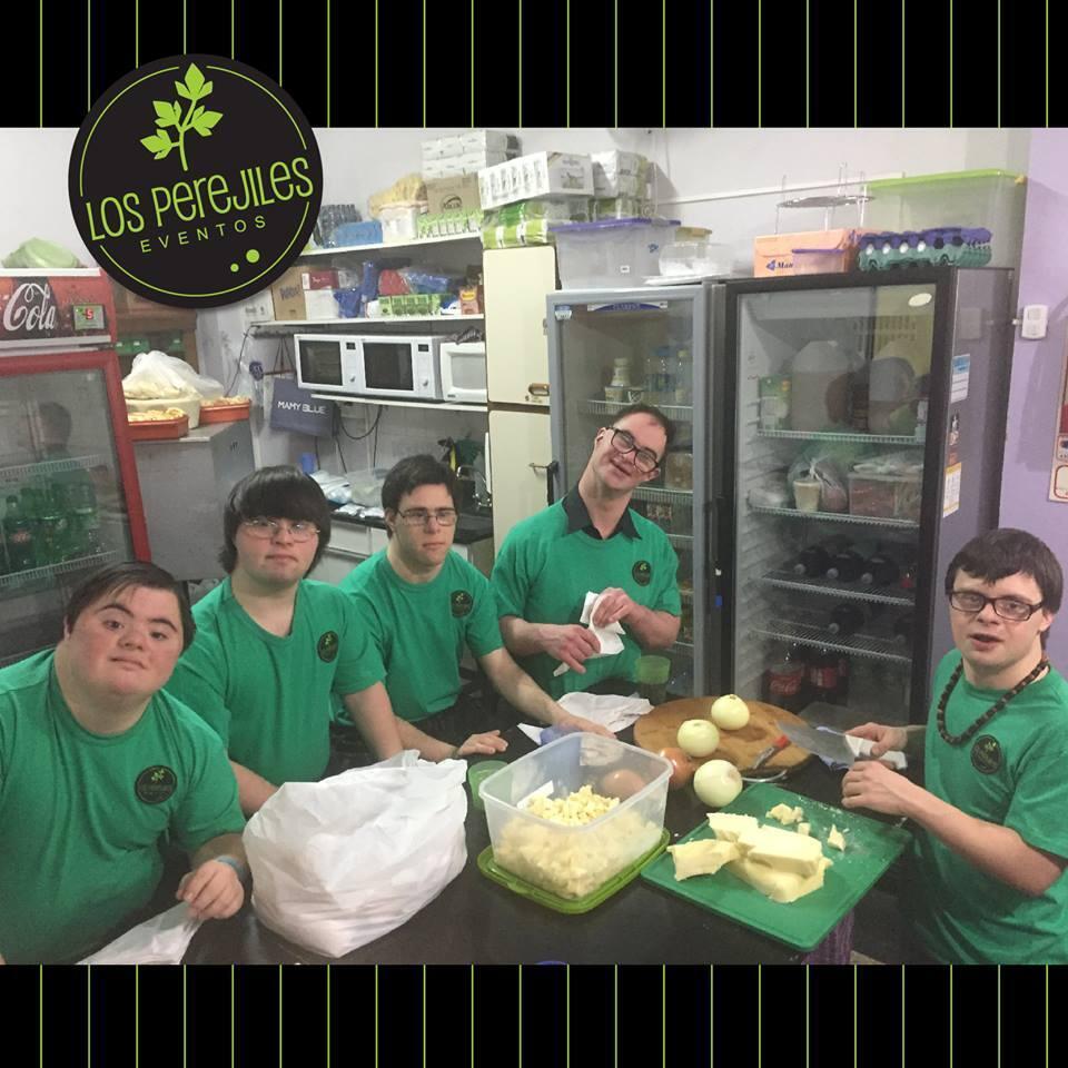 """Une partie de l'équipe des """"Perejiles"""". Toutes les photos ont été publiées sur la page Facebook """"Los Perejiles Eventos""""."""