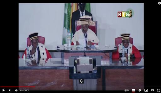 Capture d'écran de la cérémonie du serment de Mamady Doumbouya, le 1er octobre 2021 au palais Mohammed-V de Conakry, filmée par la RTG et publiée sur YouTube par la chaîne Guinée Sud.