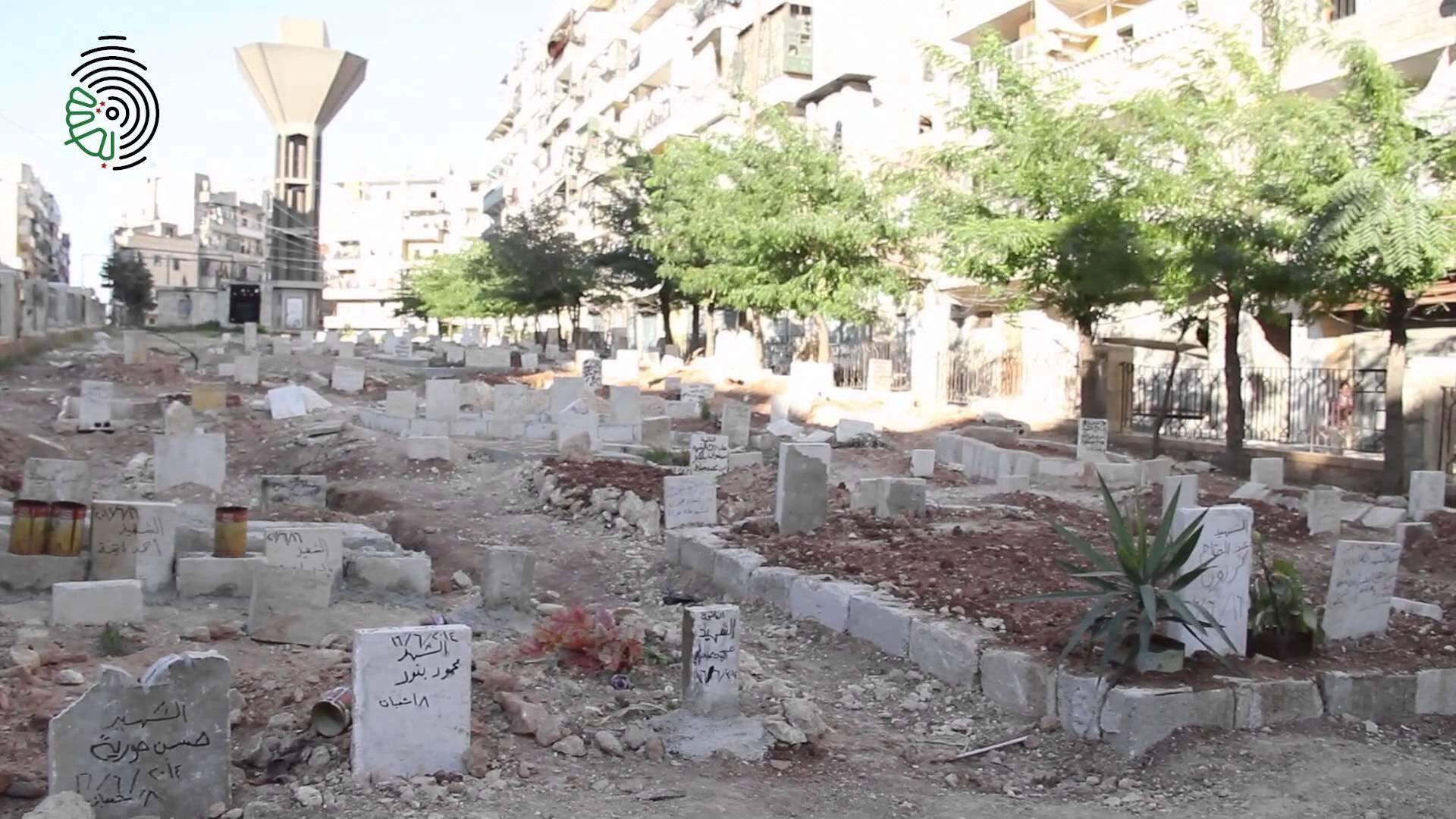 Photo montrant un jardin à Alep transrofmé en cimetière. Réseaux sociaux
