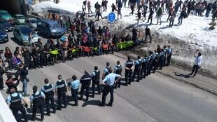 Activists standing in solidarity with migrants face a police cordon in Montgenèvre on April 22. (Photo: Luca Perino)