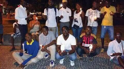 These people gathered at Sagrada Familia in Luanda for a vigil for the activists. (Photo from Observer Rodrigues Bemvindo)