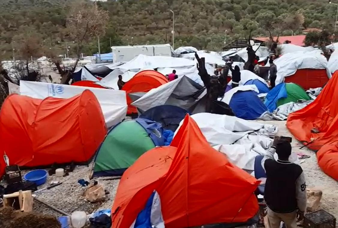 Capture d'écran d'une vidéo envoyée par notre Observateur, bloqué pendant un mois à Moria, sur l'île grecque de Lesbos.