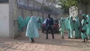 Ces jeunes filles se rendent dans leur lycée, à Maiduguri. Toutes les photos ont été envoyées par l'un de nos Observateurs.