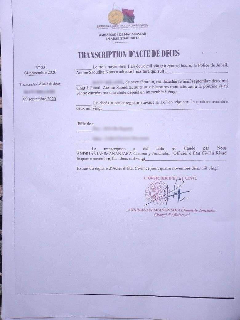 """Certificat de décès de Mélanie, datant du 9 septembre 2020, envoyé par la police de Jubail à l'ambassade de Madagascar en Arabie Saoudite. On y lit qu'elle est décédée """"suite aux fractures traumatiques à la poitrine et au ventre causées par une chute d'un immeuble."""""""