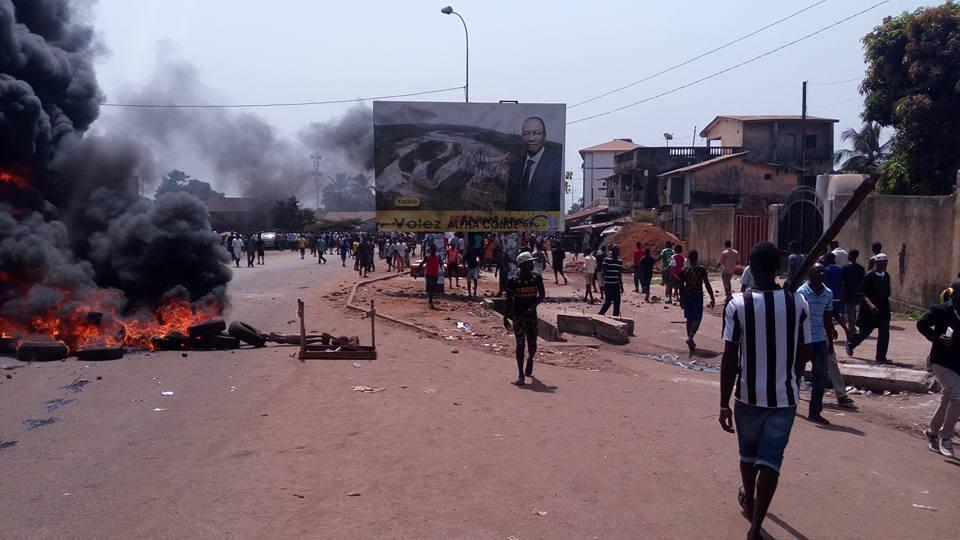 Au moins cinq personnes sont mortes dans des affrontements entre manifestants et forces de l'ordre à Conakry lundi 20 février. Photo envoyée par Noel Nogui Guilavogui.