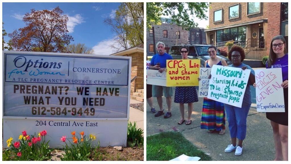 """À gauche, un panneau publicitaire à l'entrée d'un """"centre d'urgence pour grossesse"""" propose aux femmes enceintes : """"Nous avons ce qu'il vous faut"""". À droite, des manifestants avec des pancartes dénoncent les fausses informations de ces cliniques."""