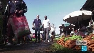 Derek Thomson avec Bertrand Foffe, créateur de l'application Jangolofarm.