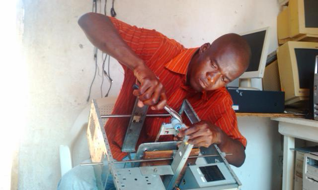 This 3D printer was made out of electronic waste, including the body of an old scanner, which was salvaged from a landfill in Lomé. Photo: Afate Gnikou.