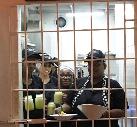 """Le restaurant """"Interno"""" a ouvert ses portes en décembre 2016 dans une prison pour femmes de Carthagène, dans le nord de la Colombie. Photo publiée sur le compte Instagram """"restauranteinterno"""" le 10 mars."""