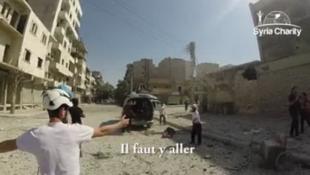 L'équipe de Syria Charity lors d'un bombardement à Alep