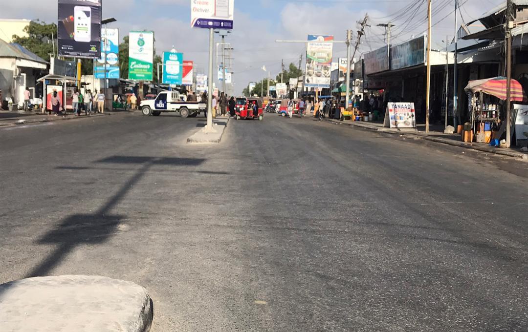 Une camionette de police bloque l'accès au boulevard, comme le montre cette image envoyée à la rédaction des Observateurs.