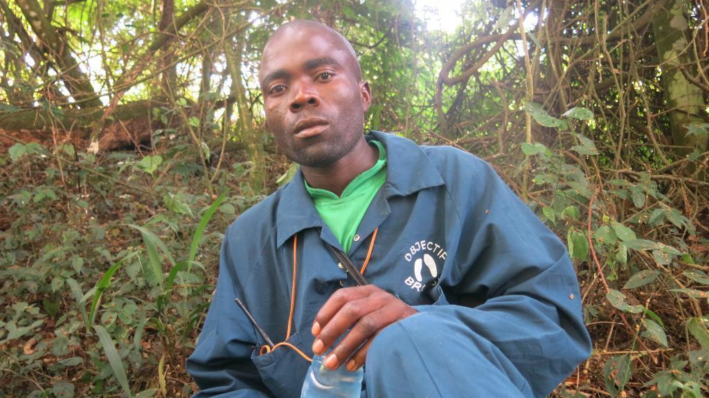 Jean-Paul Kambere, un habitant de Sarambwe consacre sa vie à la protection des grands singes à Sarambwe. Photo : Joseph Tsongo.