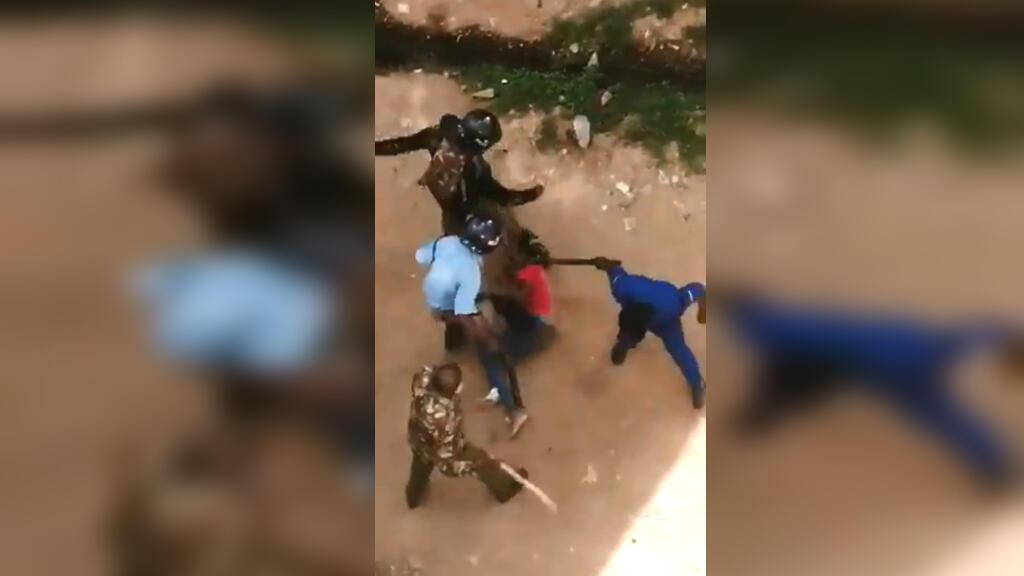 Un étudiant kényan a été tabassé par la police, une scène qui a choqué le pays alors que les étudiants manifestent contre l'insécurité dans une banlieue de Nairobi.
