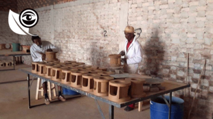Les fours sont fabriqués uniquement en argile pour faire jusqu'à 69% d'économies en bois. Photo Andry Ralamboson Andriamanga.