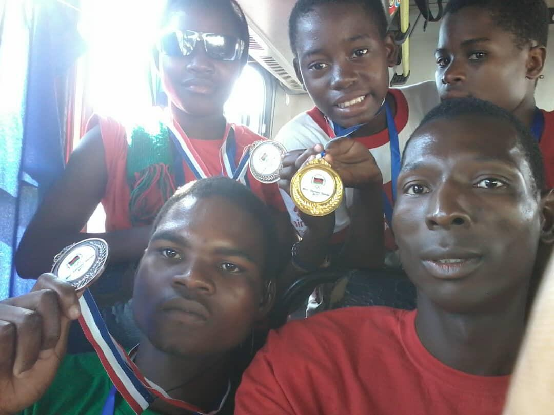 Kanduwa Sande and his athletes who won medals
