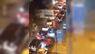 عکس از ویدئویی که پنج اکتبر در توییتر منتشر شد و شماری از ملیگرایان افراطی ترکیه را نشان میدهد که با خودرو در منطقه کورتولوش استانبول که ارمنینشین هست حضور پیدا کردند.