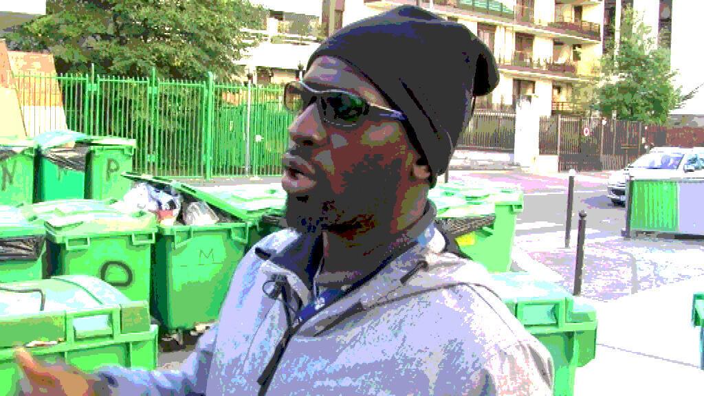 Bakary Sakho filmé par Kalidou Sy devant son immeuble. Octobre 2015.