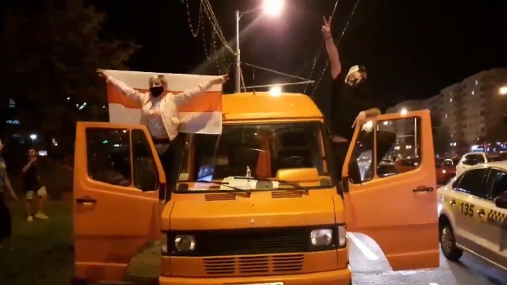 Les manifestants ont utilisé des véhicules comme outil de protestation en bloquant les rues et en klaxonnant pour montrer leur soutien (Source: Hanna Liubakova / Twitter)