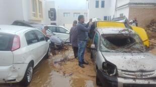 Dégâts matériels à Korbous, à soixante kilomètres de Tunis, après les inondations du samedi 22 septembre.