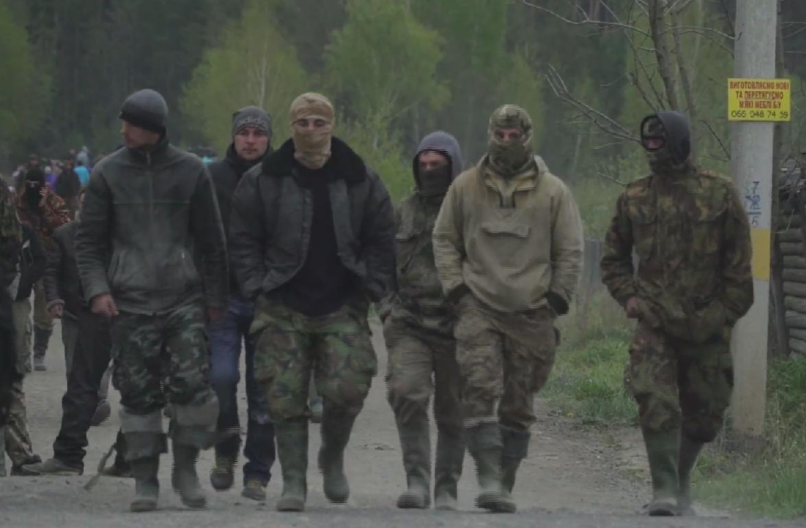 Un groupe de mineurs lors d'une confrontation avec les forces de l'ordre à Klesiv.