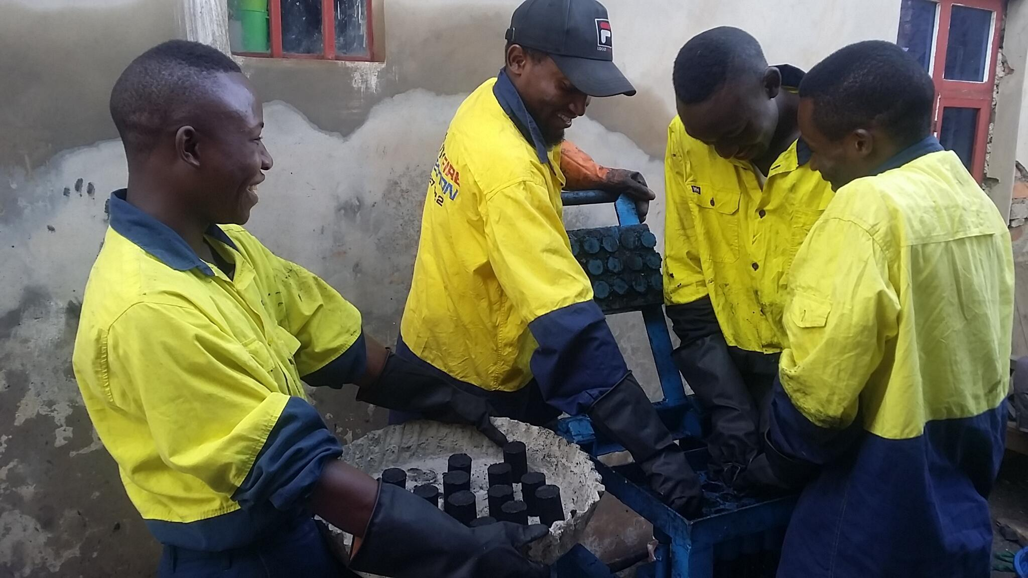"""La """"Briquette du Kivu"""" est une entreprise qui produit du charbon écologique à Bukavu, dans l'est de la RDC, depuis plusieurs semaines. Toutes les photos ont été envoyées par Murhula Zigabe."""
