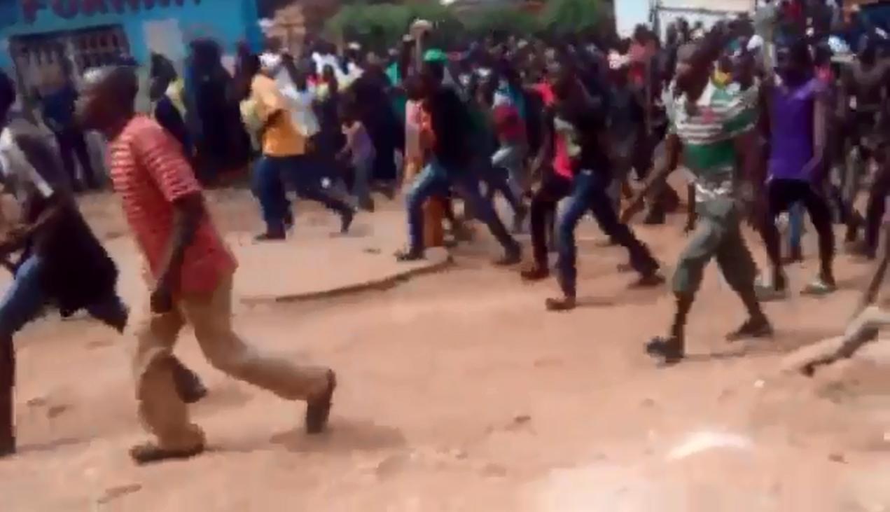 Capture d'écran d'une vidéo prise lors d'une manifestation pour dénoncer l'insécurité.