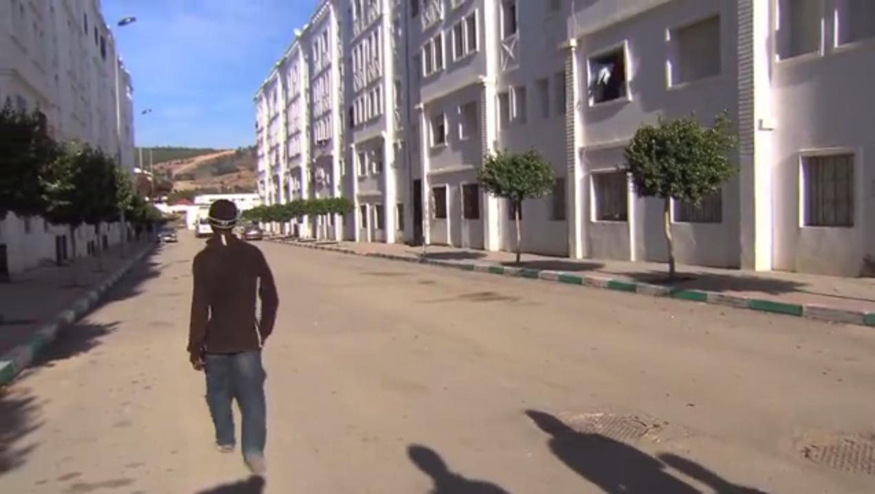 """Capture d'écran de la vidéo du reportage """"Ligne Directe"""" ci-dessous, à Tanger."""
