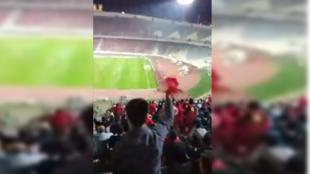 À ce moment, les supporteurs du FC Persépolis de Téhéran apprennent que leur équipe va être qualifiée pour les seizièmes de finale de la Ligue des champions asiatiques... alors qu'ils étaient persuadés être éliminés d'avance.