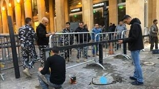 Photo of the metal barricades surrounding the Lebanese Parliament in Beyrouth. (Photo: Annahar)