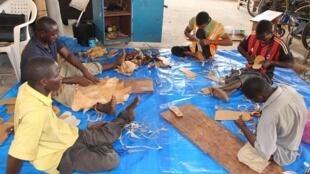 Dans l'atelier Wakilare à Conakry. Photo : page Facebook de Wakilare.