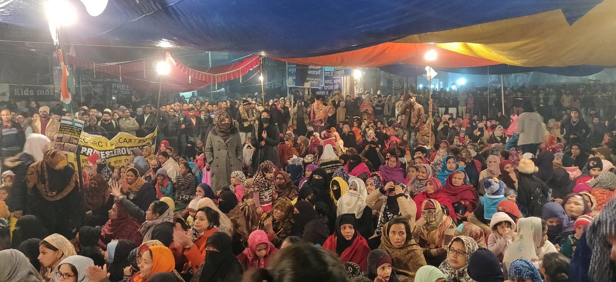 Le rassemblement de femmes contre la répression policière et la réforme de la citoyenneté à Shaheen Bagh. Crédit : @surekhapillai