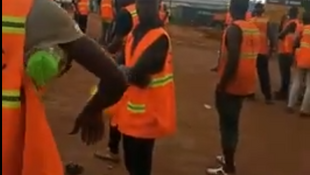Le 20 octobre, les ouvriers travaillant sur le quatrième pont d'Abidjan ont observé une journée de grève pour réclamer de meilleures conditions de travail.