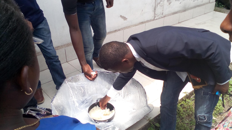 """Photo envoyée par Kamundala Janvier, un ingénieur de Goma qui fait la promotion des cuiseurs solaires de type """"Cookit"""" dans la zone."""