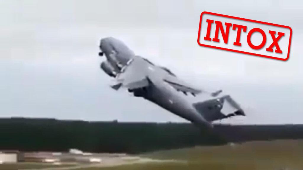 لقطة من فيديو يصور حادثة في ألاسكا قدمت على أنها حادثة الطائرة الجزائرية.