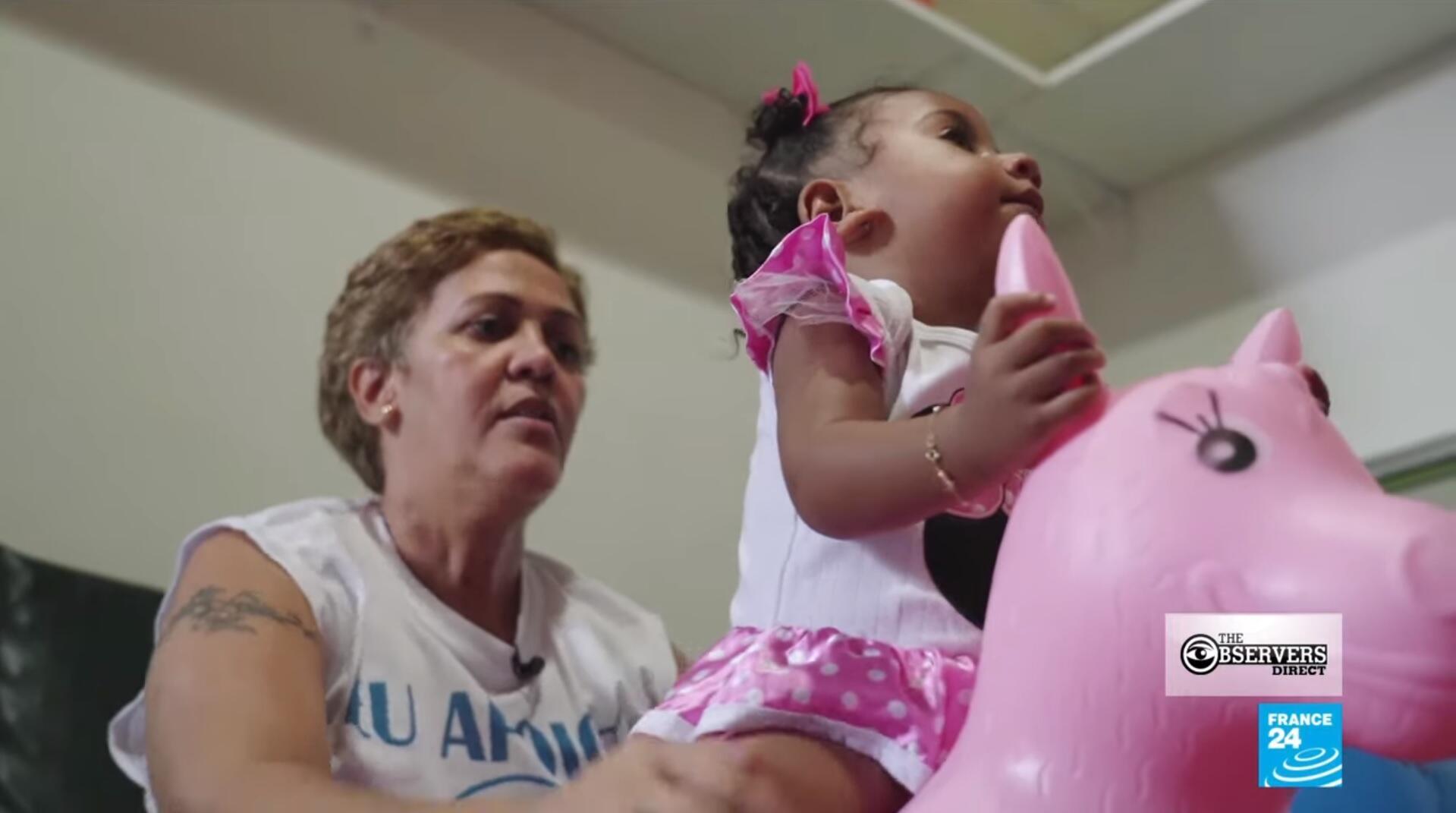 Notre Observatrice Mônica Cirne Albuquerque soigne les enfants vivant dans une favela de Rio de Janeiro.