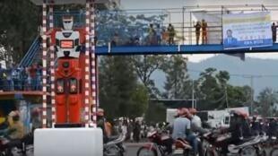 """Un modèle du """"Robot roulage intelligent"""" à un rond-point de Goma, en RDC. Image: Alain Wandimoyi"""