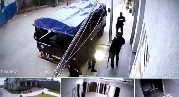 Capture d'écran d'une image de vidéosurveillance montrant la présence policière autour du domicile de l'opposant Albert Mabri Toikeusse.