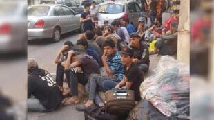 Photo publiée sur Facebook montrant une partie des habitants qui ont été jetés à la rue, le mercredi 22 mai à Beyrouth.