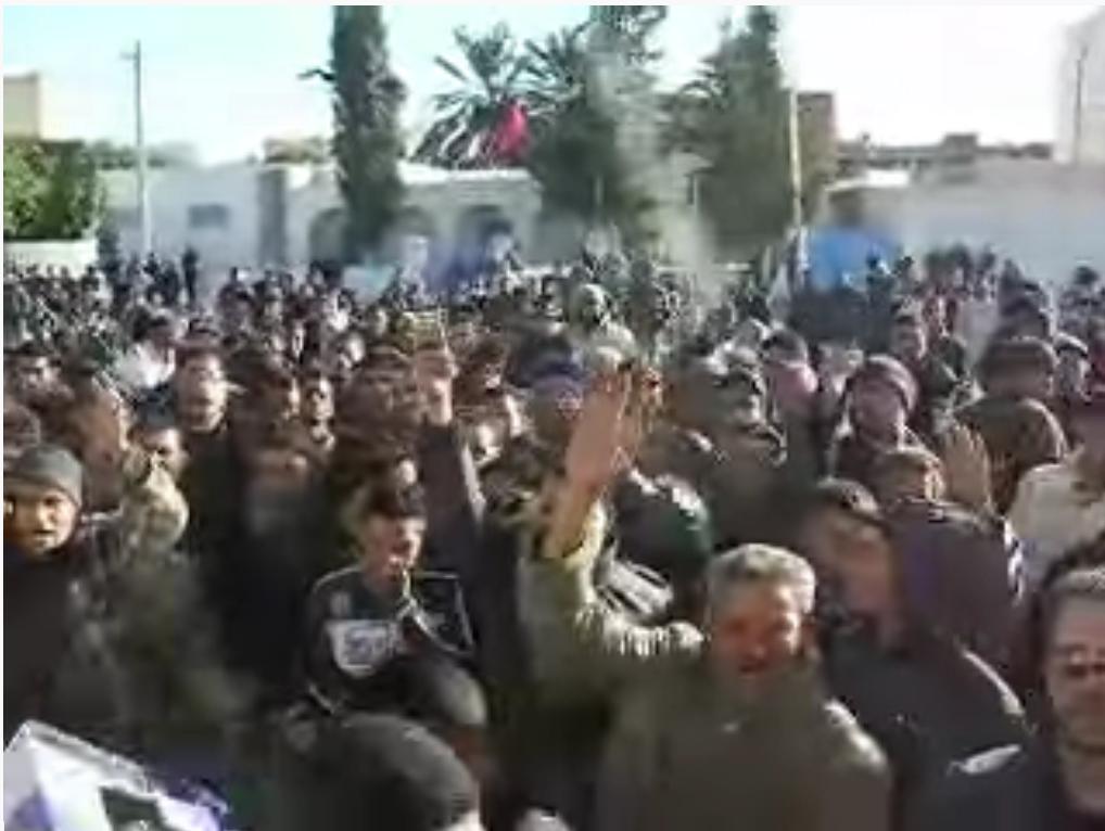 Manifestation devant le gouvernorat de Sidi Bouzid en décembre 2010.