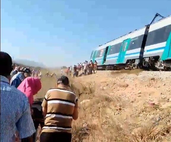 """Capture d'écran de la vidéo montrant le """"train fou"""" à l'arrêt, à la suite de la coupure de courant."""