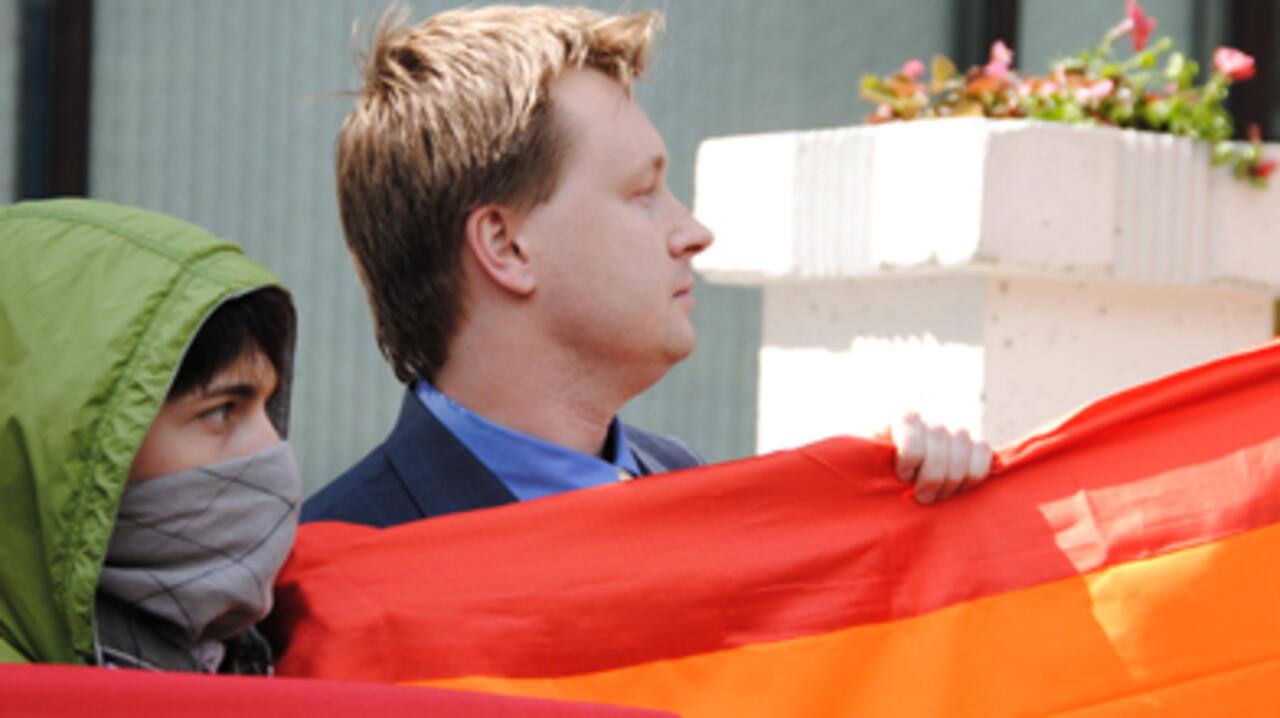 gay pride rencontre à Charleville Mézières