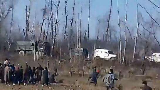 Capture d'écran de la deuxième vidéo ci-dessous, tournée le 15 décembre, dans la zone de Kharpora Sirnoo, dans le district de Pulwama, dans l'État du Jammu-et-Cachemire (nord de l'Inde).