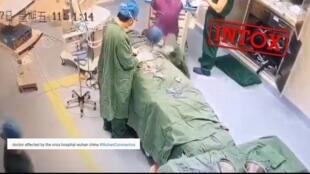 Cette vidéo censée montrer un médecin atteint du coronavirus s'effondrer dans un hôpital de Wuhan a en réalité été détournée.