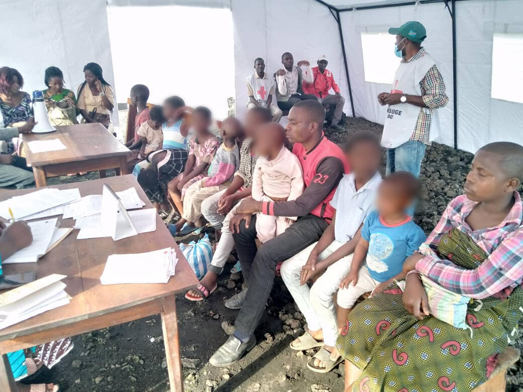 These children are staying in Red Cross shelters in Mugunga, in North Kivu. Our team blurred the children's faces. The Red Cross is also registering the names of parents of missing children