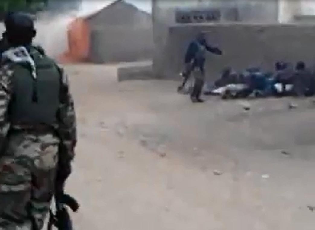 Capture d'écran de la vidéo ci-dessous.