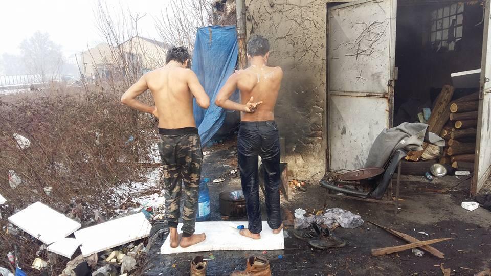 Plus de 1 000 migrants logent dans des bâtiments insalubres à Belgrade, alors que les températures extérieures peuvent atteindre les -20 degrés. Photo envoyée par un Observateur.