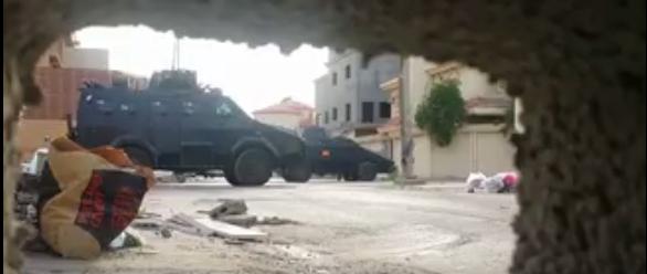 Capture des écran montrant des combats de rue dans la ville chiiite d'Al-Awamia, en Arabie Saoudite.
