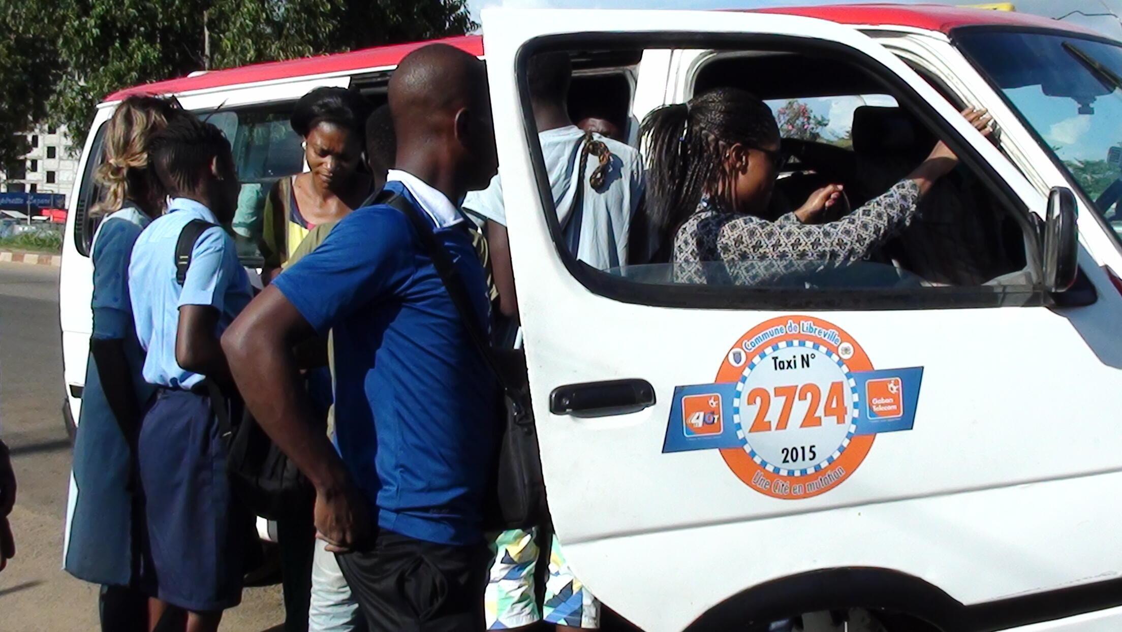 Notre Observateur gabonais estime qu'il passe en moyenne deux heures dans les transports chaque jour pour un trajet qui devrait lui prendre 20 minutes. Photo Boursier Tchibanda.