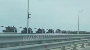 Numerous videos showing Russian armoured vehicles heading towards Crimea and Ukraine have popped up on social media since late March, sparking some panic online. © Screengrab of a video posted in the Telegram group @krasnodar_kray
