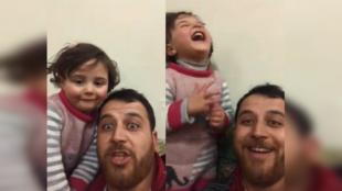 Abdallah al-Mohamed, un père de famille de 32 ans, tente de faire rire sa fille lorsqu'elle entend un obus. Sa vidéo est devenue virale.